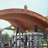 Automobile generatore tettoie in legno foto for Officine romane prefabbricati